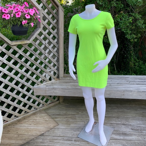 Dresses & Skirts - Neon green short sleeve dress
